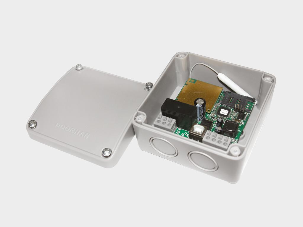 <p>GSM-модуль для приема сигнала с мобильного телефона и передачи управляющей команды для запуска электропривода</p>