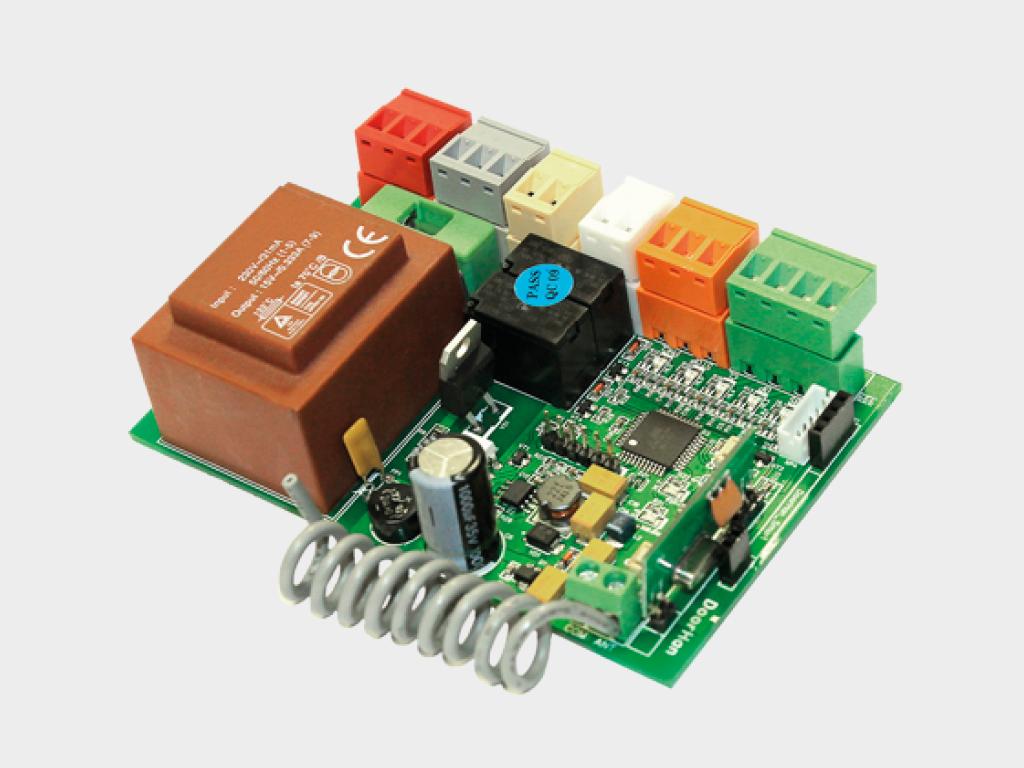 <p>Блок управления SmartRoll для дистанционного управления внутривальными электроприводами роллет с помощью пультов DoorHan</p>